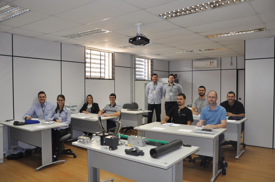Treinamento de Qualificação Técnica  em Equipamentos para  Empilhadeiras e Industrial